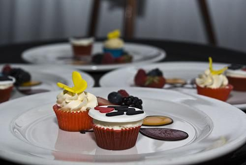 Cup cakes on plate